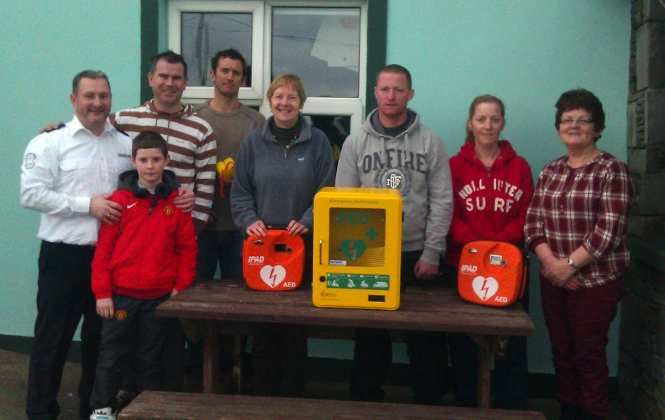 Members of the Maharees Community, Castlegregory, Co. Kerry pictured with their new AED